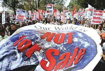 wsf_anti_globalisation_march_20050822